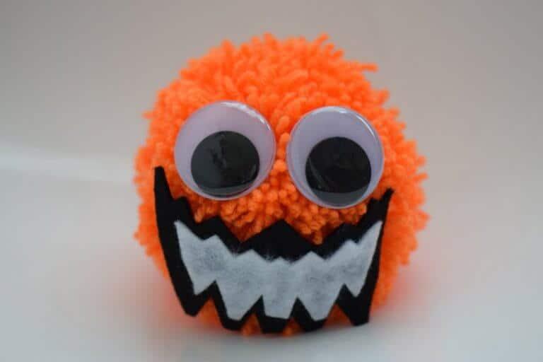 Halloween pompon