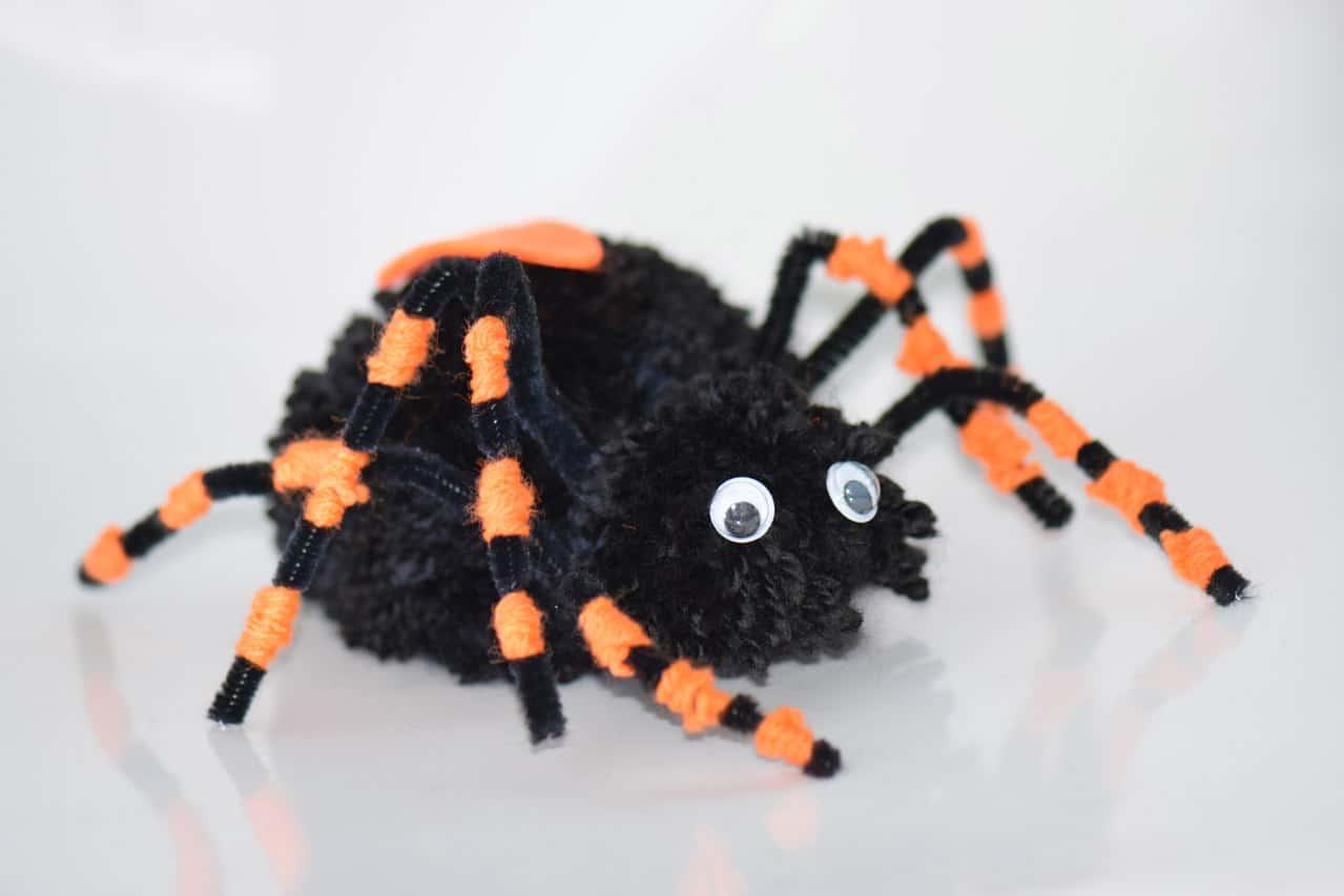 Gratis Kleurplaten Spinnen.Spin Knutselen Maak Een Enge Spin Van Wol Voor Bijv Halloween