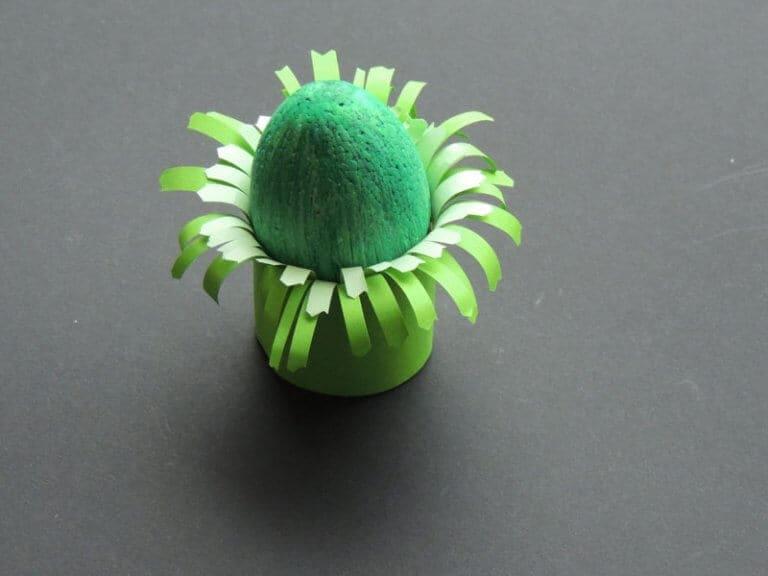 eierdopje bloemen maken stap 2