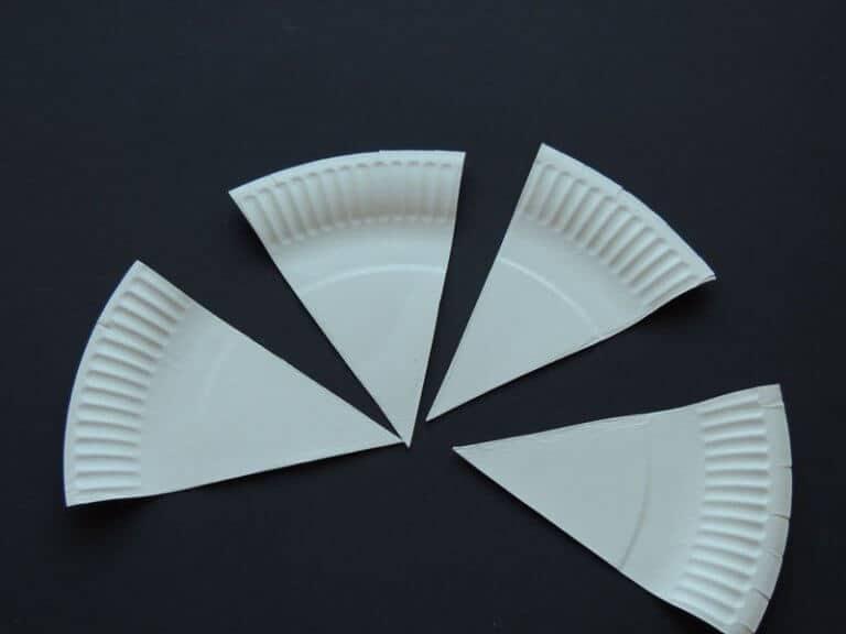 taartpunten geknipt van papieren bord