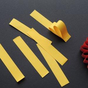 Stap 1 simpele kerstversiering maken van papier
