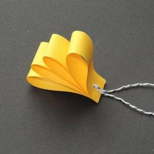 Stap 2 simpele kerstversiering maken van papier