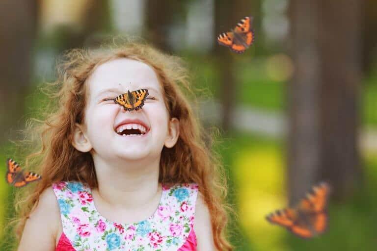 Meisje met vlinders