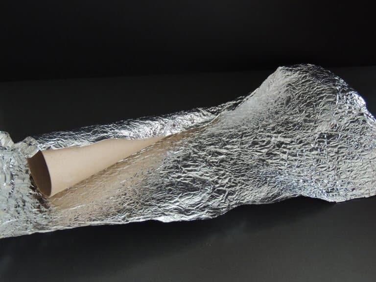 Aluminiumfolie kreuken en beplakken om kegel