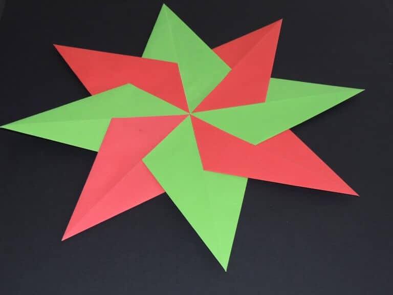 Kerstster van papier rood en groen