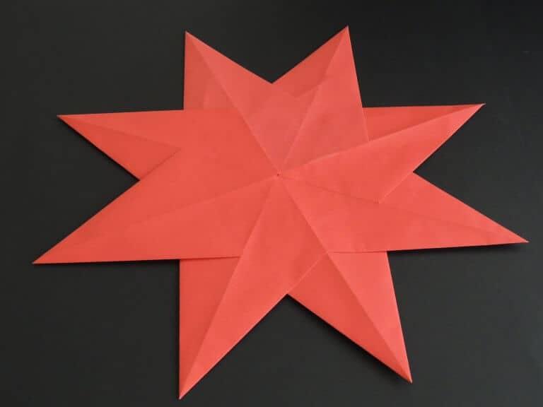 Rode kerstster van papier