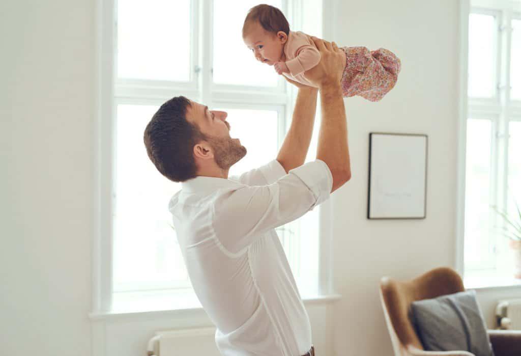 Vader blij met de baby