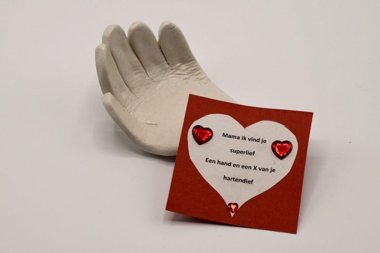 Handje van klei maken met lief kaartje